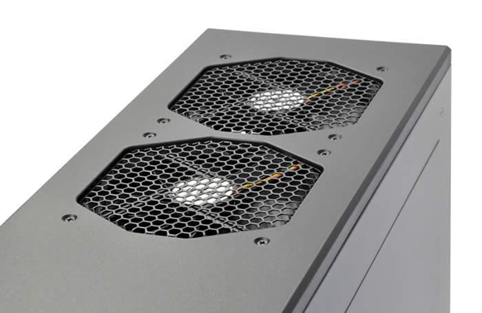 297592bb3a ケースの上部には、3段階のスピード調節機能付の140mm TriCoolファン2基を標準搭載しています。  速度設定は700RPM~1500RPMまで3段階に設定できます。