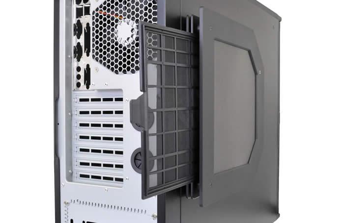 be64f53286 ケース内部にファンがはみ出すことが無いため、大型の冷却用ヒートシンクが利用可能になりました。  また、洗浄可能なエアフィルターも装備。簡単に取り外しが可能です ...