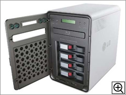 1TBハードディスクを4基搭載済み