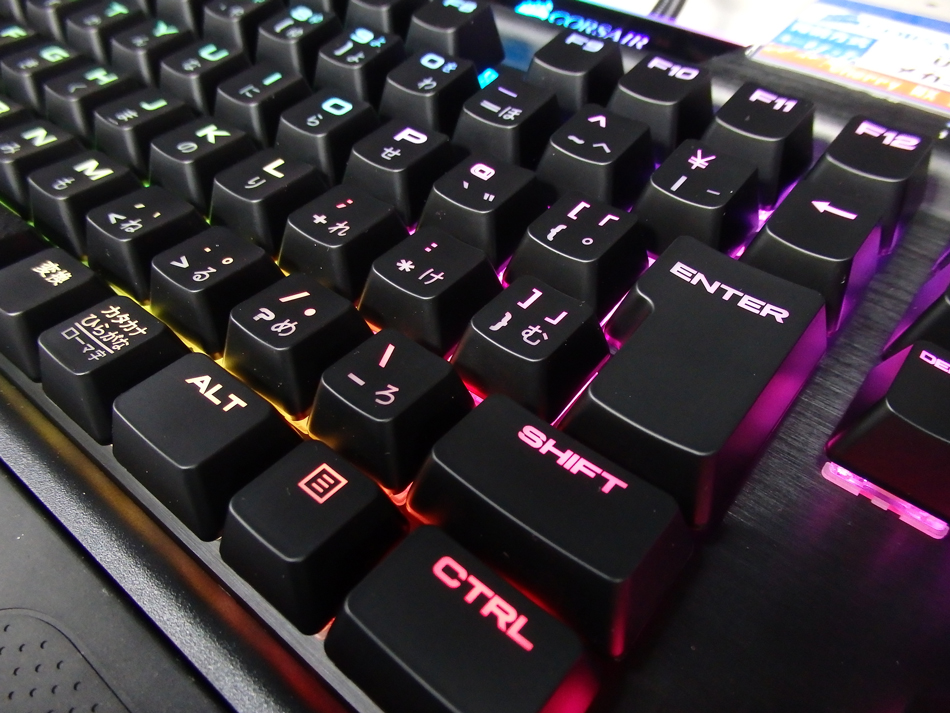 CORSAIR_K95RGB_PLATINUM_view06