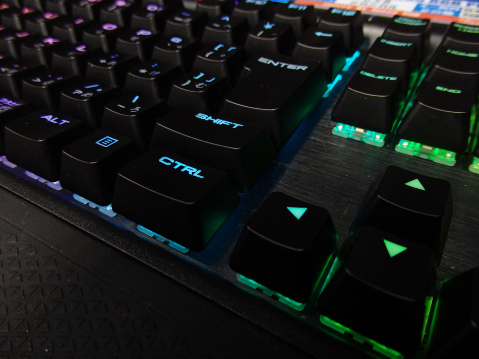 CORSAIR_K95RGB_PLATINUM_view07