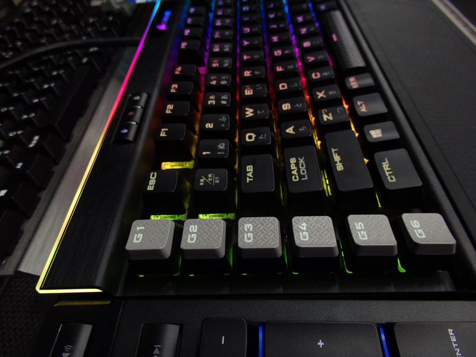 CORSAIR_K95RGB_PLATINUM_view08